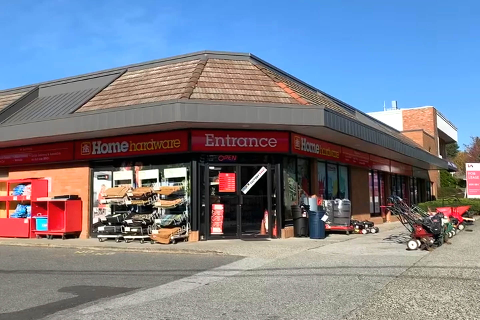 Lee & Associates Vancouver Negotiates Sale of Nationally Branded Hardware Store in Surrey, BC